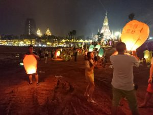 雲南西双版納の水掛け祭り