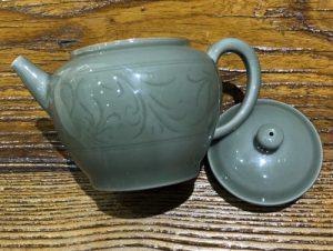 2. 柴窯小茶壺
